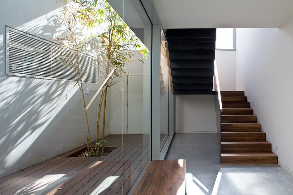 בית במרכז - במסגרת אלרואי חזק אדריכלים. צלם: עמית גירון
