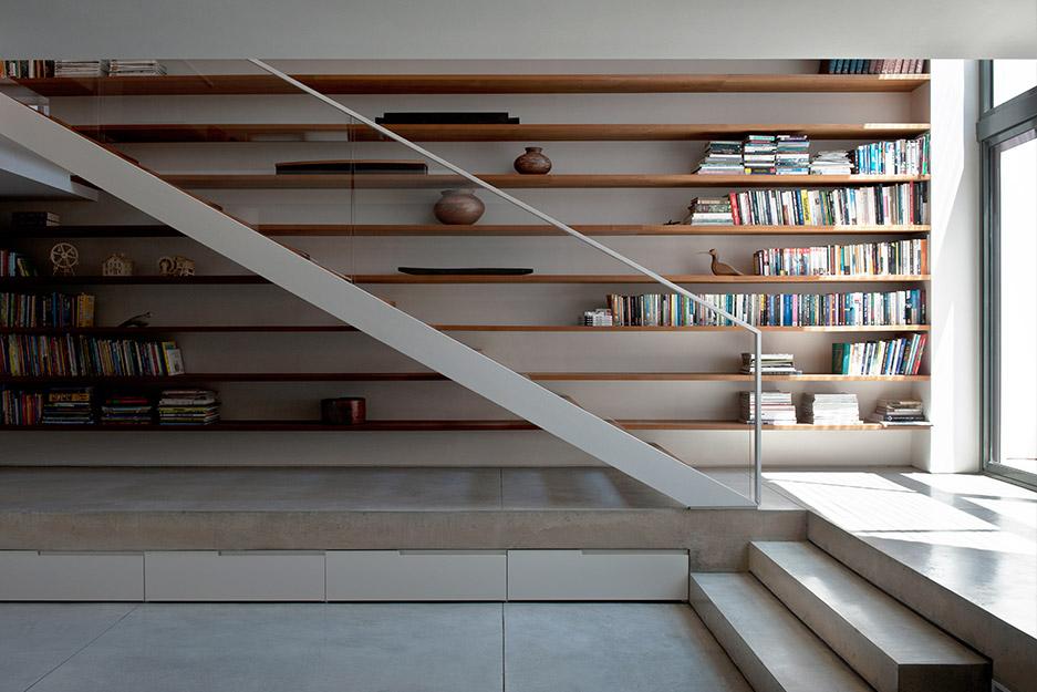 בית במרכז - במסגרת אלרואי חזק אדריכלים.  צלם: עודד סמדר