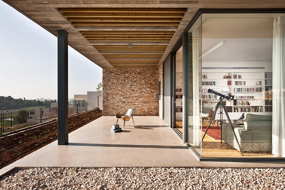 בית בצפון - במסגרת אלרואי חזק אדריכלים. צלם: עמית גירון