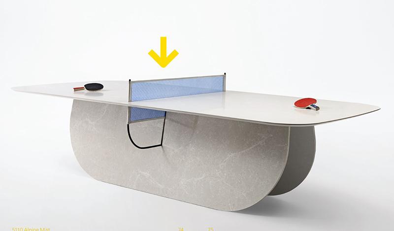 אווירה ספורטיבית במשרד. שולחן הפינג פונג שעיצב סטודיו העיצוב RAW EDGES הלונדוני עבור שבוע העיצוב במילנו עם משטחי אבן קיסר
