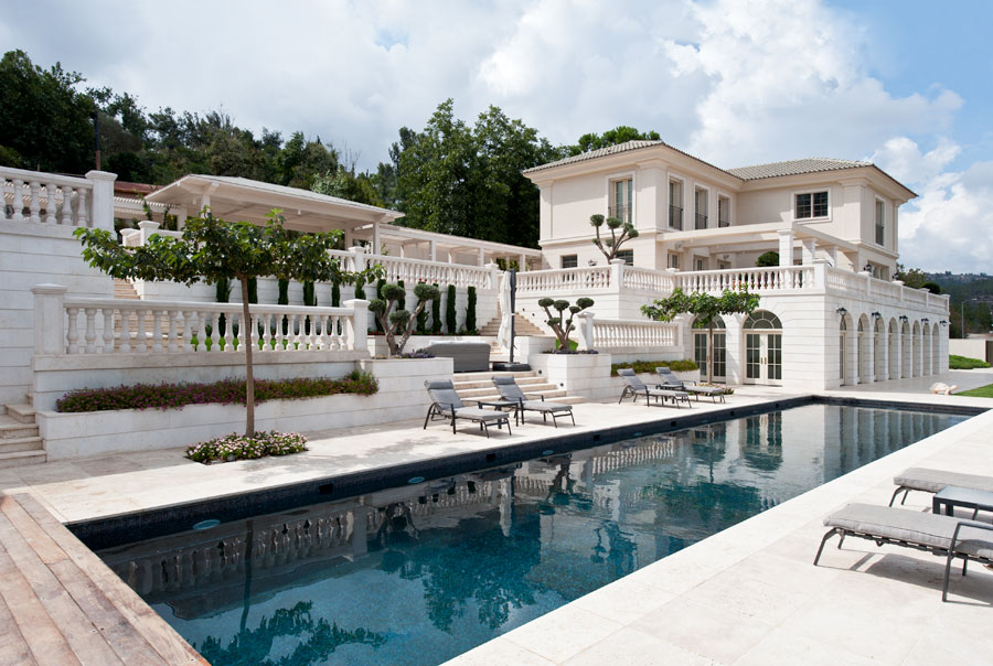 הבית בבית זית. הבריכה