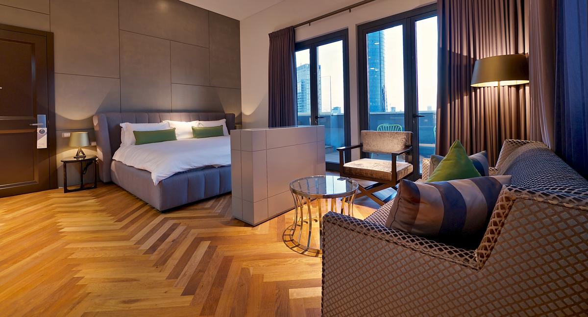 חדר במלון אינדיגו. צילום: איתי סיקולסקי