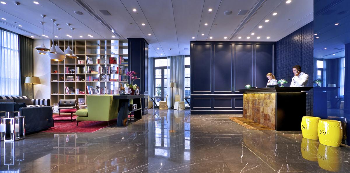 לובי מלון אינדיגו. צילום: איתי סיקולסקי