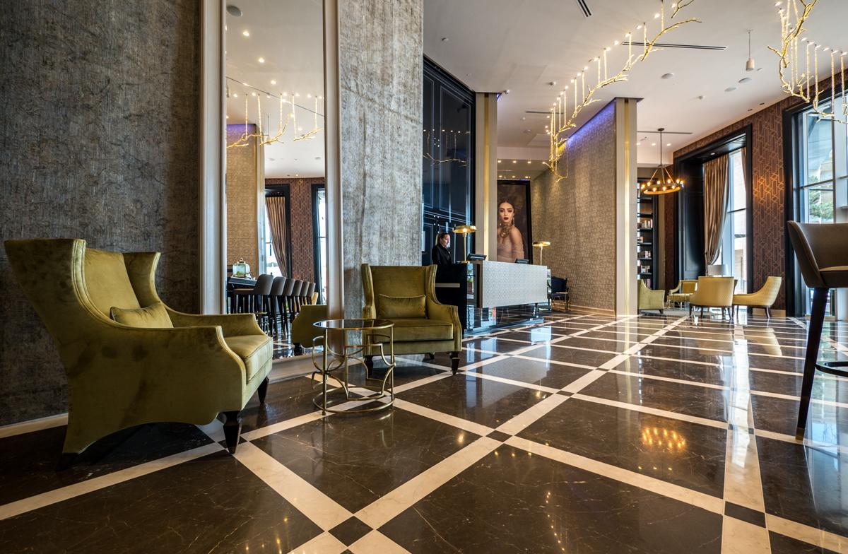 לובי מלון מגדל דוד בנתניה. צילום: איתי סיקולסקי