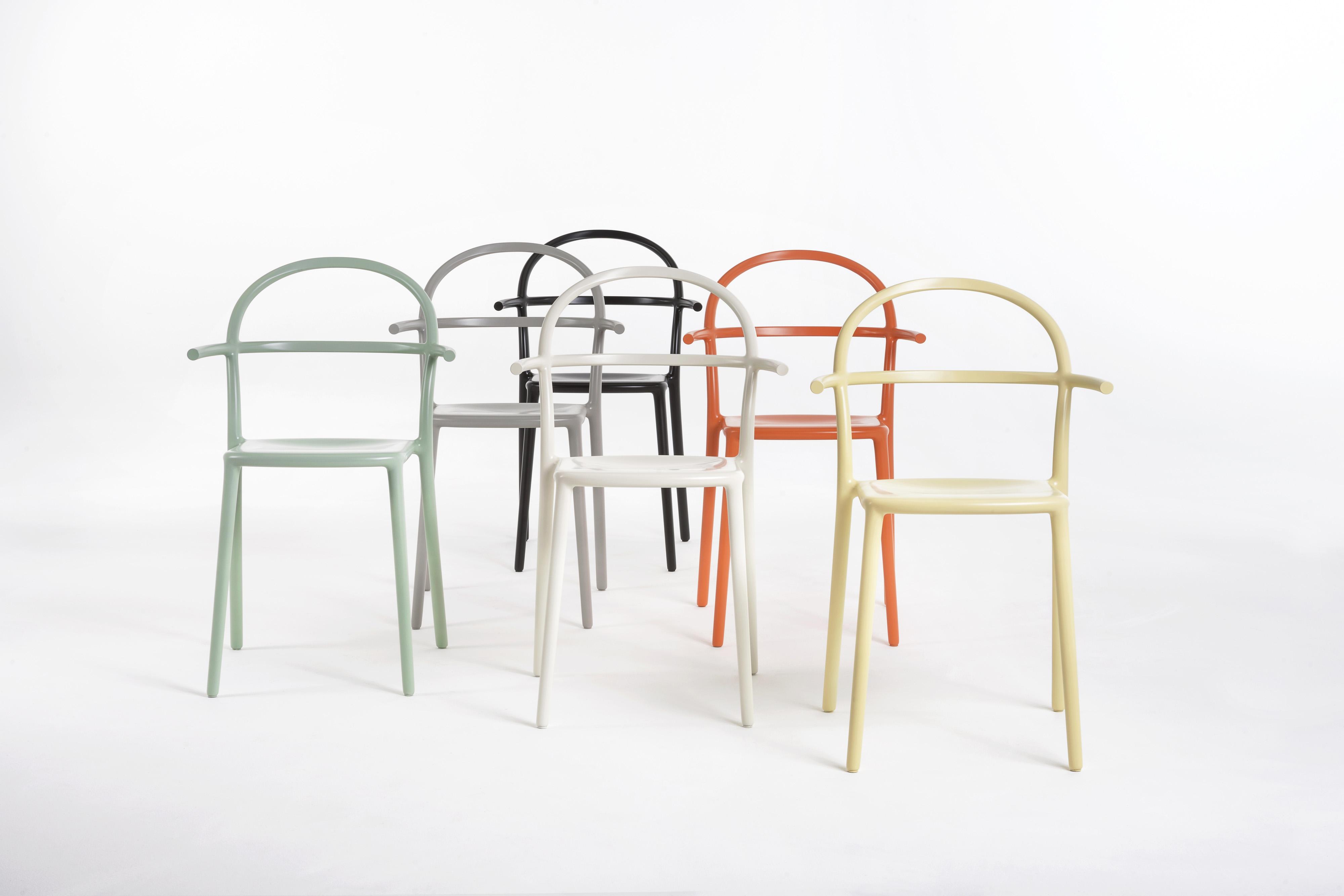 כסאות GENERIC בעיצוב פיליפ סטארקץ צילום: Kartell