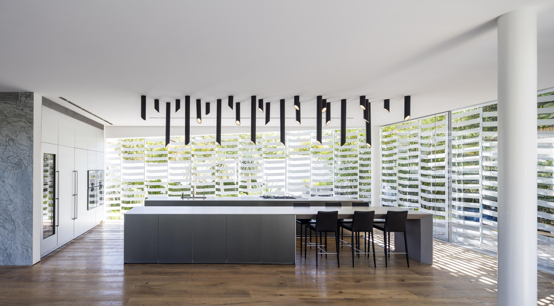 מטבח: בולטהאופ; אדריכלות: פיצו קדם, נורית בן יוסף; עיצוב תאורה: אורלי אלרון אלקבס; צילום עמית גרון